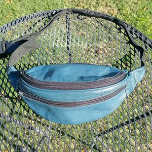 Handbags - FREE IN BUNDLE Vintage leather teal fanny pack